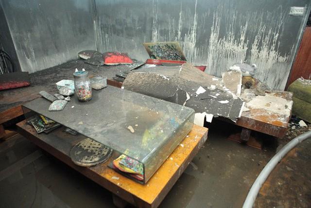 Cảnh tan hoang bên trong căn nhà cháy tại tầng 18 chung cư ở Hà Đông - Ảnh 8.