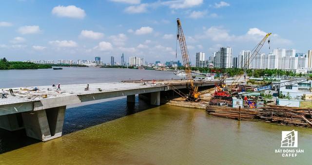Cận cảnh thi công dự án cầu 500 tỷ sắp được đưa vào sử dụng ở khu Đông - Ảnh 3.