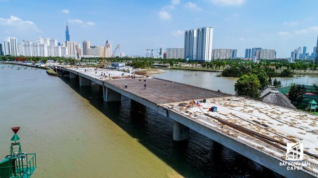 Cận cảnh thi công dự án cầu 500 tỷ sắp được đưa vào sử dụng ở khu Đông - Ảnh 4.