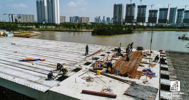 Cận cảnh thi công dự án cầu 500 tỷ sắp được đưa vào sử dụng ở khu Đông - Ảnh 5.