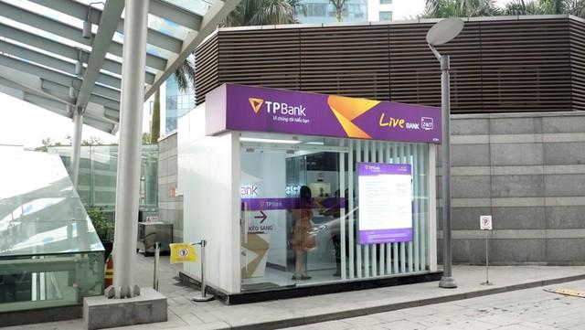 Ngân hàng Việt đầu tiên phát hành thẻ ATM ngay tức thì cho khách hàng - Ảnh 1.