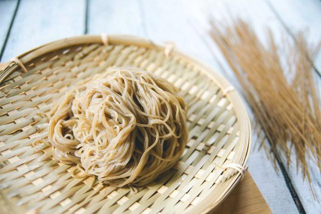 Nguồn gốc ít người biết của món mì lạnh nổi tiếng Hàn Quốc - Ảnh 1.