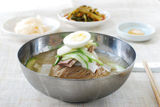 Nguồn gốc ít người biết của món mì lạnh nổi tiếng Hàn Quốc - Ảnh 2.