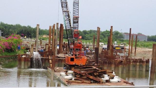 Vì sao dự án chống ngập 10.000 tỷ ở Sài Gòn ngưng thi công?   - Ảnh 1.