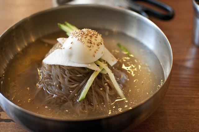 Nguồn gốc ít người biết của món mì lạnh nổi tiếng Hàn Quốc - Ảnh 3.