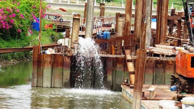 Vì sao dự án chống ngập 10.000 tỷ ở Sài Gòn ngưng thi công?   - Ảnh 3.