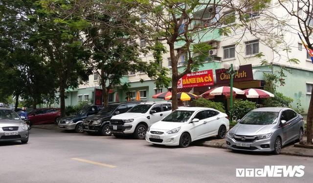 Ảnh: Giải tỏa bãi đỗ xe ở Hà Nội, dân đành để xe trên bãi rác - Ảnh 12.