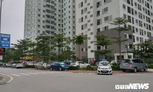 Ảnh: Giải tỏa bãi đỗ xe ở Hà Nội, dân đành để xe trên bãi rác - Ảnh 14.