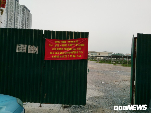 Ảnh: Giải tỏa bãi đỗ xe ở Hà Nội, dân đành để xe trên bãi rác - Ảnh 5.