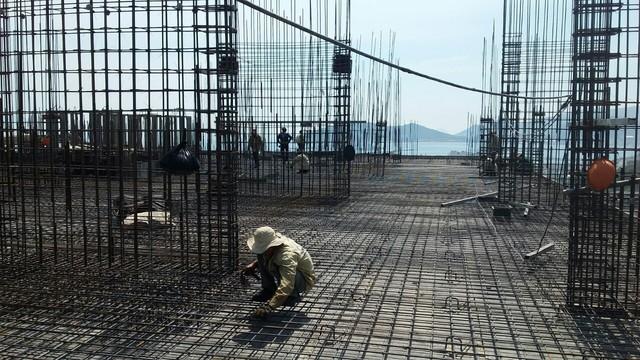 Cất nóc dự án nhà ở xã hội Thứ nhất ở Nha Trang - Ảnh 1.