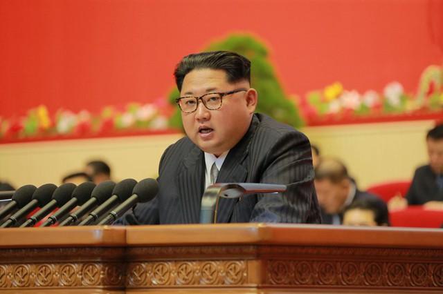 Ông Kim Jong-un rơi nước mắt thuyết phục cấp dưới ủng hộ đàm phán Mỹ-Triều? - Ảnh 1.