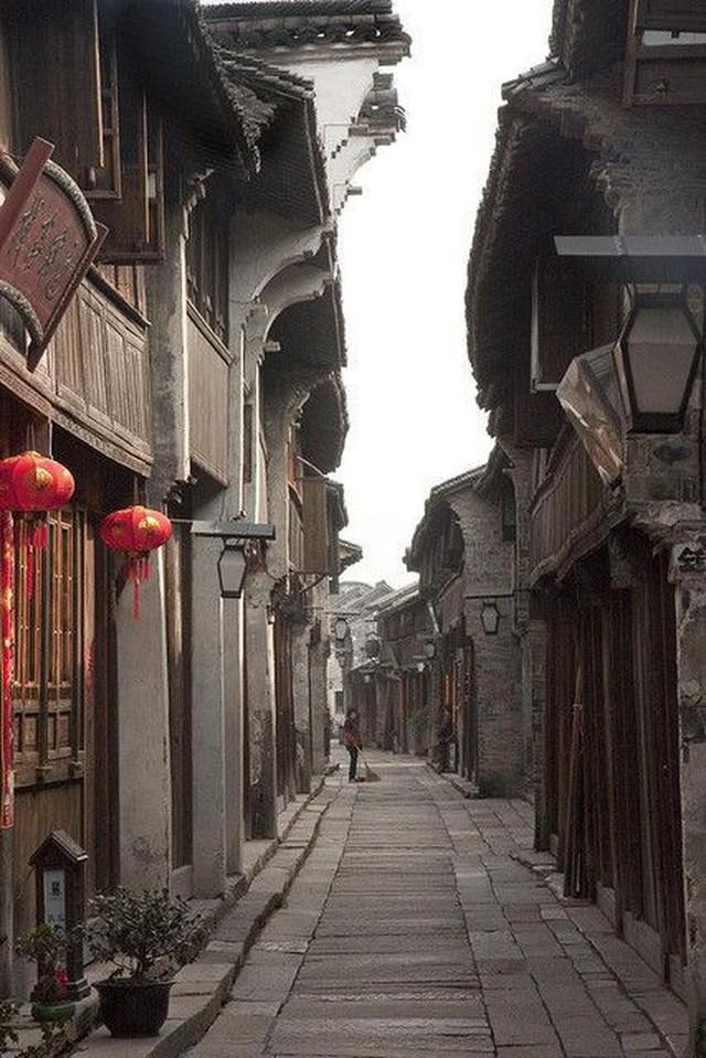 Ngất ngây với 5 cổ trấn đẹp như trong phim cổ trang ở Trung Quốc - Ảnh 1.
