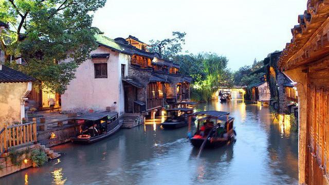 Ngất ngây với 5 cổ trấn đẹp như trong phim cổ trang ở Trung Quốc - Ảnh 2.