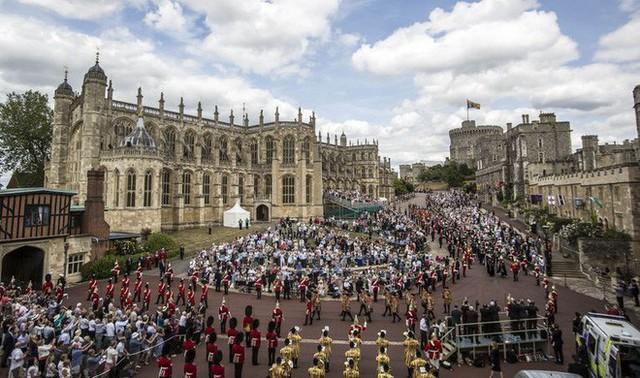 Những điều chưa biết về kế hoạch đám cưới cực hoành tráng và xa hoa của hoàng tử Harry - Ảnh 2.