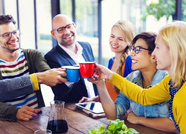 Giàu vì bạn: Đây là lí do việc xây dựng tình bạn nơi công sở khiến bạn thành công và hạnh phúc hơn - Ảnh 2.