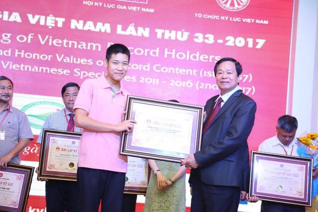 Một người cha Hà Nội viết nên cổ tích cho con trai tự kỷ thoát án chung thân, trở thành kỷ lục gia xiếc nhí Việt Nam - Ảnh 11.