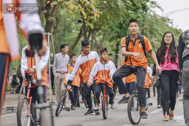 Một người cha Hà Nội viết nên cổ tích cho con trai tự kỷ thoát án chung thân, trở thành kỷ lục gia xiếc nhí Việt Nam - Ảnh 16.