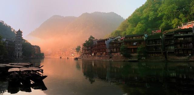 Ngất ngây với 5 cổ trấn đẹp như trong phim cổ trang ở Trung Quốc - Ảnh 6.