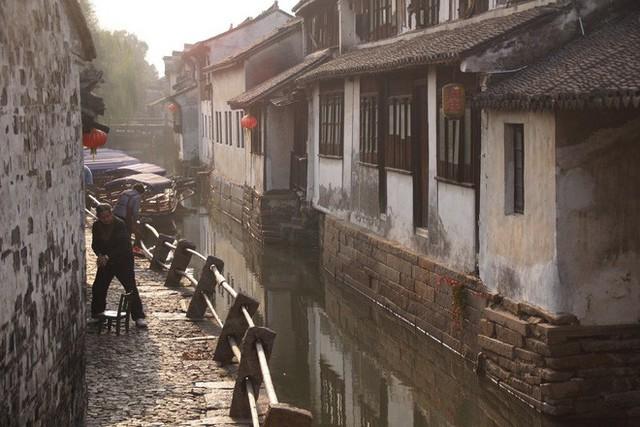 Ngất ngây với 5 cổ trấn đẹp như trong phim cổ trang ở Trung Quốc - Ảnh 10.