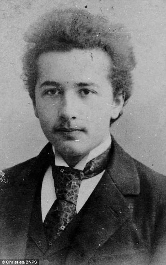 Những bức ảnh tuổi thơ ít người biết của thiên tài vĩ đại bậc nhất thế giới Albert Einstein - Ảnh 2.