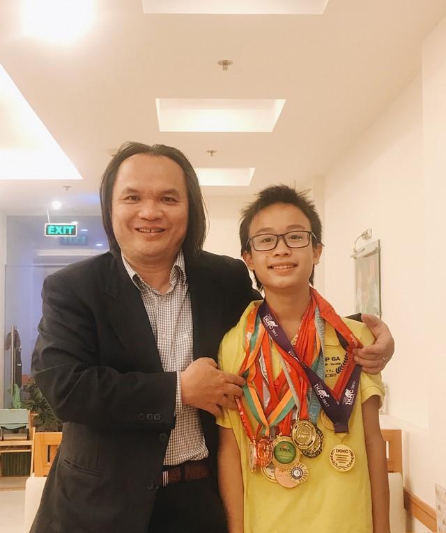 Nam sinh trường Ams giành Huy chương Bạch kim Olympic Toán Châu Á Thái Bình Dương vòng Quốc gia - Ảnh 1.