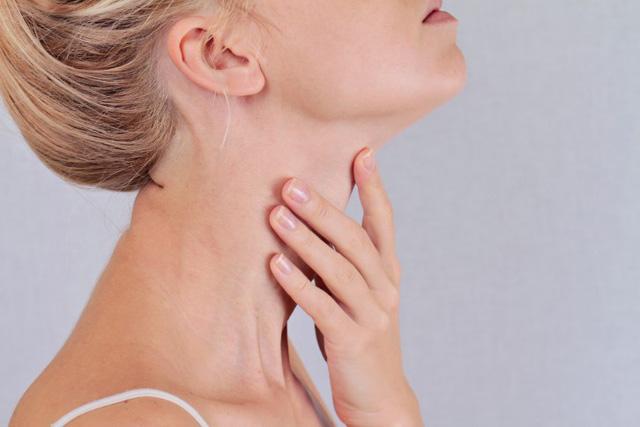 6 dấu hiệu cảnh báo ung thư tuyến giáp mà nhiều người thường hay bỏ qua - Ảnh 3.