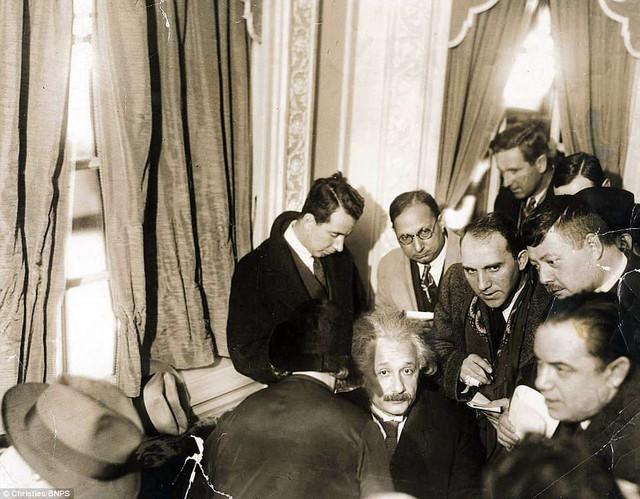 Những bức ảnh tuổi thơ ít người biết của thiên tài vĩ đại bậc nhất thế giới Albert Einstein - Ảnh 4.