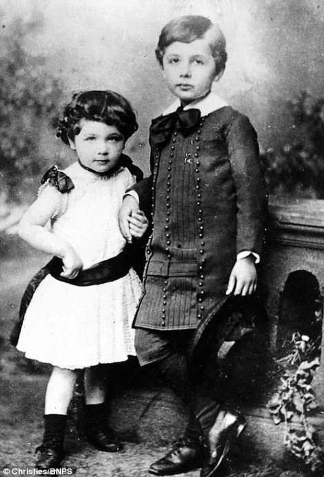 Những bức ảnh tuổi thơ ít người biết của thiên tài vĩ đại bậc nhất thế giới Albert Einstein - Ảnh 5.