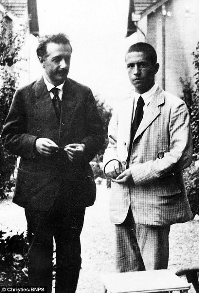 Những bức ảnh tuổi thơ ít người biết của thiên tài vĩ đại bậc nhất thế giới Albert Einstein - Ảnh 6.