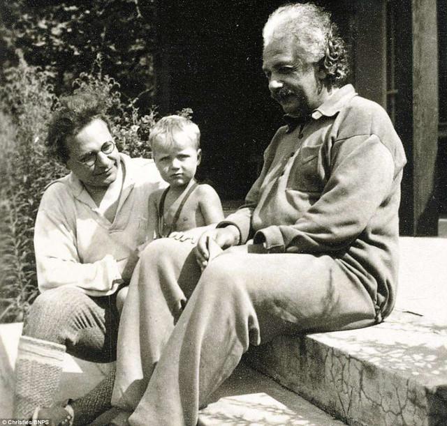 Những bức ảnh tuổi thơ ít người biết của thiên tài vĩ đại bậc nhất thế giới Albert Einstein - Ảnh 7.