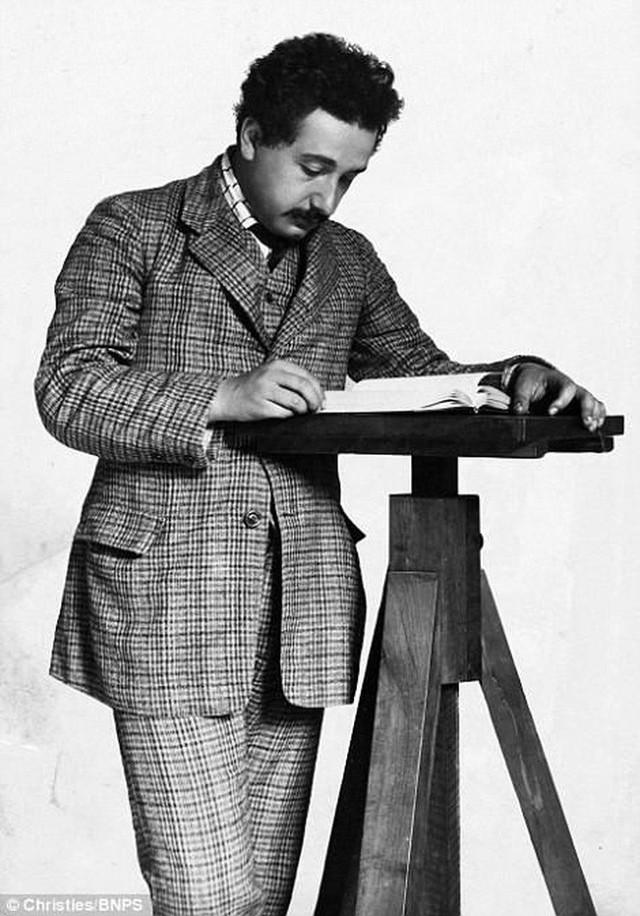 Những bức ảnh tuổi thơ ít người biết của thiên tài vĩ đại bậc nhất thế giới Albert Einstein - Ảnh 8.