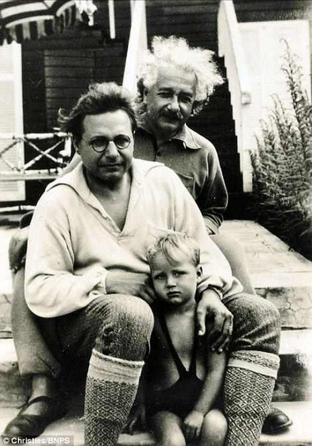 Những bức ảnh tuổi thơ ít người biết của thiên tài vĩ đại bậc nhất thế giới Albert Einstein - Ảnh 9.