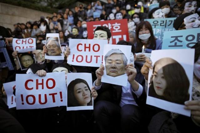 Nhân viên hãng hàng không Korean Air xuống đường biểu tình, kêu gọi chủ tịch từ chức - Ảnh 1.