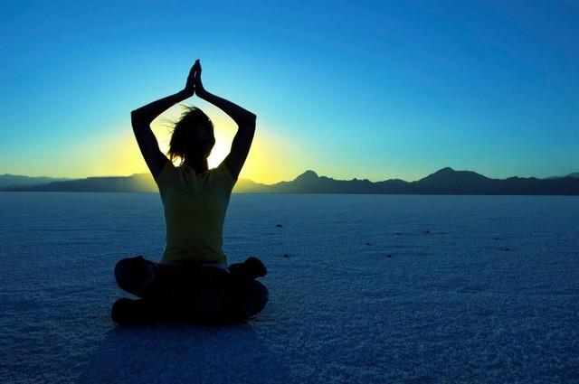 7 lợi ích khi tập Yoga trong căn phòng nhiệt gần 40 độ C - Ảnh 2.