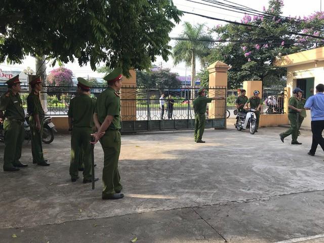 Hoãn xử bác sĩ Hoàng Công Lương sau gần 2 giờ khai mạc tòa - Ảnh 5.