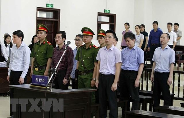 [Photo] Tòa án Hà Nội xét xử phúc thẩm bị cáo Đinh La Thăng - Ảnh 6.