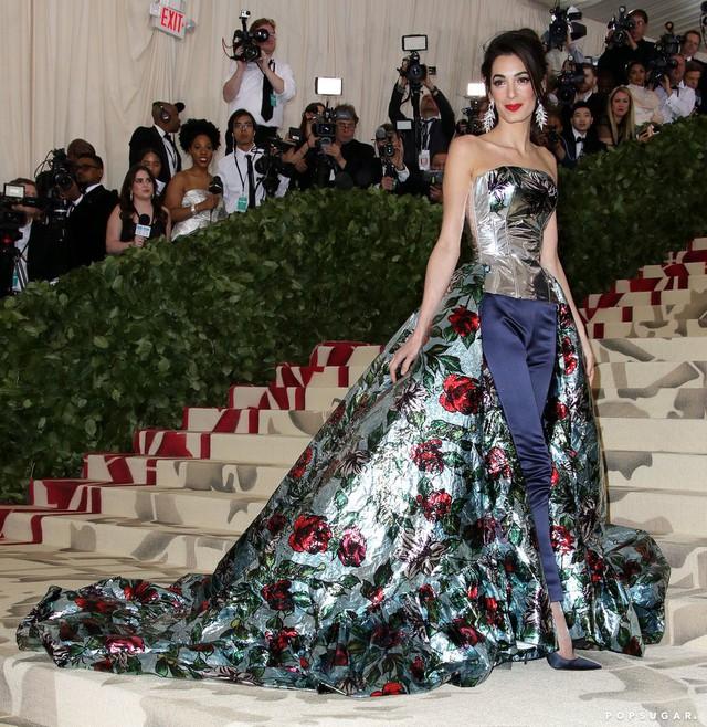 Những trang phục Haute Couture cao cấp bậc nhất xuất hiện trong Met Gala 2018: Đẳng cấp, thời thượng và xứng tầm với sự kiện Oscar thời trang - Ảnh 2.