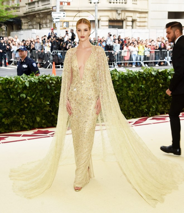 Những trang phục Haute Couture cao cấp bậc nhất xuất hiện trong Met Gala 2018: Đẳng cấp, thời thượng và xứng tầm với sự kiện Oscar thời trang - Ảnh 9.