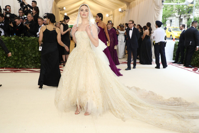 Những trang phục Haute Couture cao cấp bậc nhất xuất hiện trong Met Gala 2018: Đẳng cấp, thời thượng và xứng tầm với sự kiện Oscar thời trang - Ảnh 11.