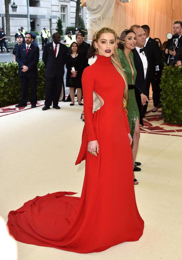 Những trang phục Haute Couture cao cấp bậc nhất xuất hiện trong Met Gala 2018: Đẳng cấp, thời thượng và xứng tầm với sự kiện Oscar thời trang - Ảnh 14.