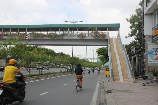 Ngắm cầu bộ hành 11 tỷ ở cửa ngõ sân bay Tân Sơn Nhất - Ảnh 11.