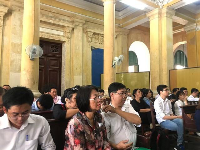 Phiên tòa xét xử Hứa Thị Phấn: Nhiều bị cáo sức khỏe không đảm bảo, bị cáo Phấn vắng mặt vì sức khỏe chỉ còn 7% - Ảnh 1.