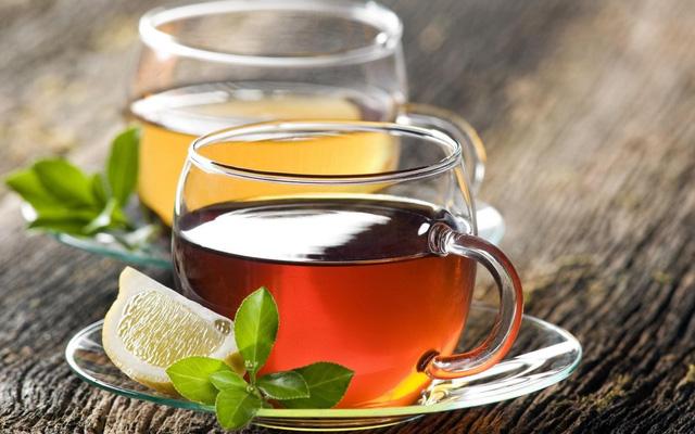 Điều gì sẽ xảy đến nếu trà và cà phê là những thứ duy nhất bạn uống trong ngày? Đây là những lầm tưởng và thực tế - Ảnh 1.