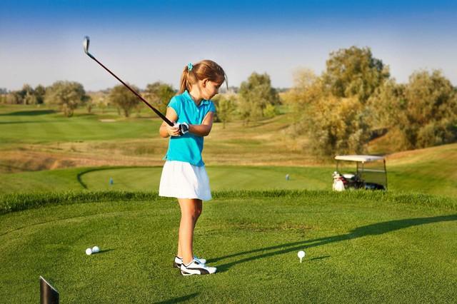 Những bài học cuộc sống quý giá golf có thể dạy cho con bạn - Ảnh 2.