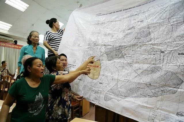 Buổi tiếp xúc cử tri ở quận 2 nóng rực về dự án Thủ Thiêm - Ảnh 3.