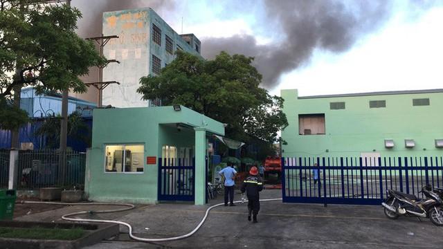Đang cháy lớn tại công ty rộng 1.500 m2 ở Sài Gòn - Ảnh 5.