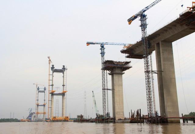 Ngắm cầu dây văng Bình Khánh cao nhất Việt Nam dần hiện hữu - Ảnh 12.