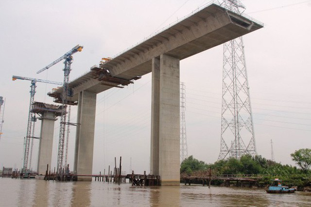 Ngắm cầu dây văng Bình Khánh cao nhất Việt Nam dần hiện hữu - Ảnh 4.