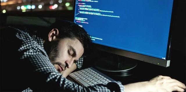Mất ngủ khiến tế bào thần kinh đệm nổi loạn và ăn mòn não bộ - Ảnh 1.