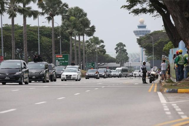 [ẢNH] Cận cảnh đoàn xe hộ tống hùng hậu của lãnh đạo Triều Tiên Kim Jong-un tại Singapore - Ảnh 8.